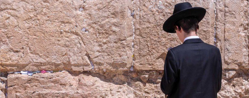 Jødisk gutt ved klagemuren